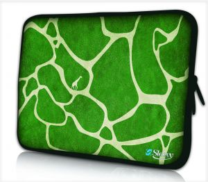 Sleevy 17 inch laptophoes groene giraffe design